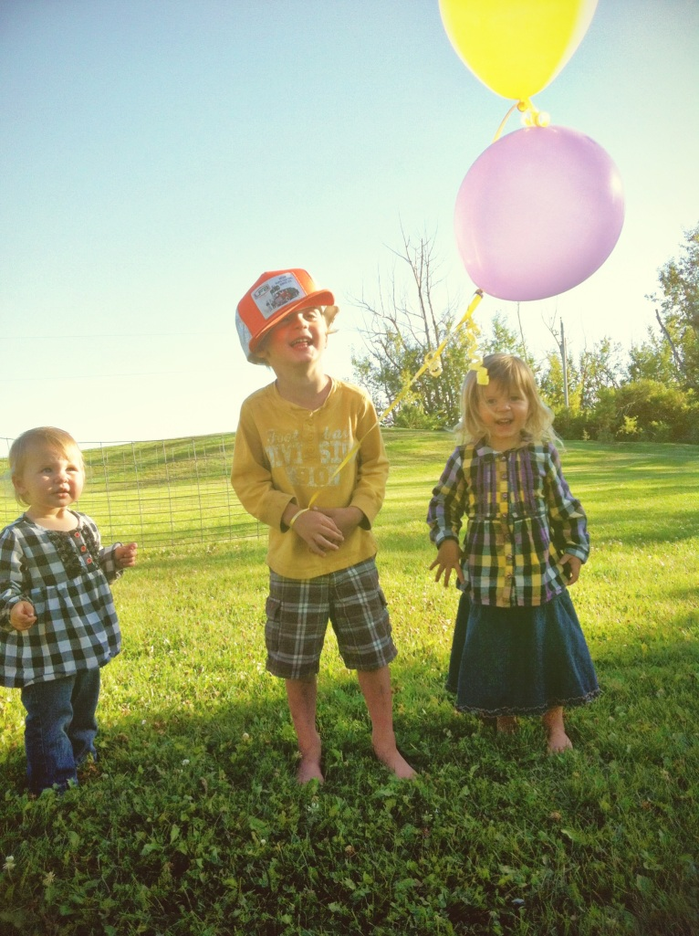 The kids loved playing with the balloons off the gift we received!